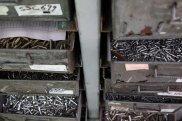 szuflady ze śrubami